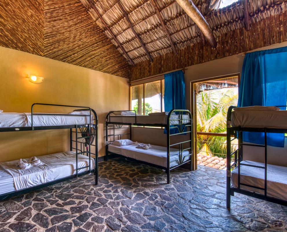 Dormitorio – Vista Jardín | Baño Privado